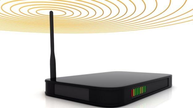 Os roteadores usados em nossas casas normalmente enviam o sinal para várias direções (Foto: Getty Images via BBC News Brasil)