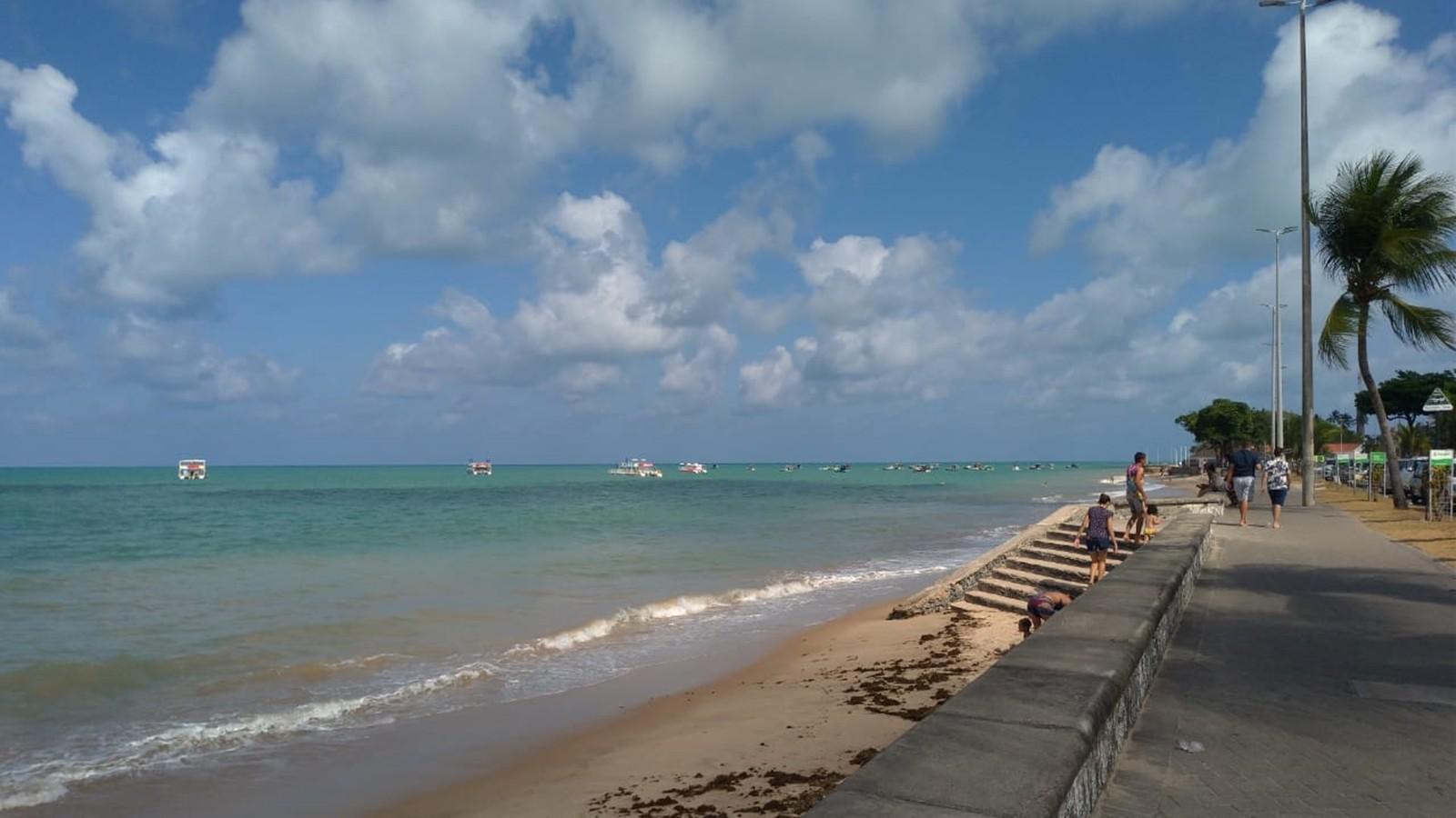 Litoral da Paraíba tem três praias impróprias para banho; maré chega a 0,4 m