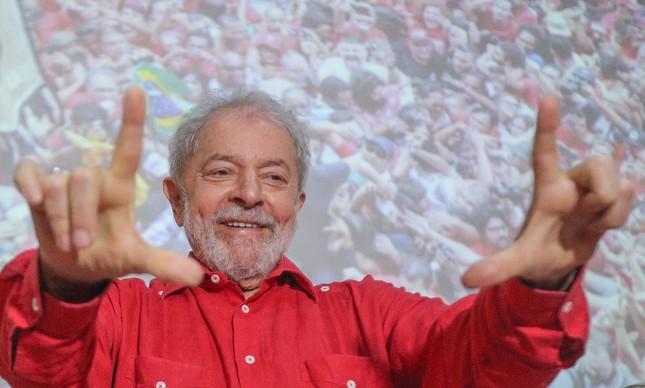 Lula em reunião da executiva do PT, em Salvador