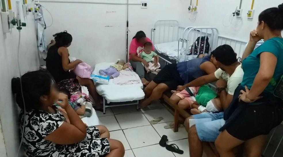 Apesar de ter camas, quartos também têm bancos que são usados como leitos — Foto: CRM-AP/Divulgação