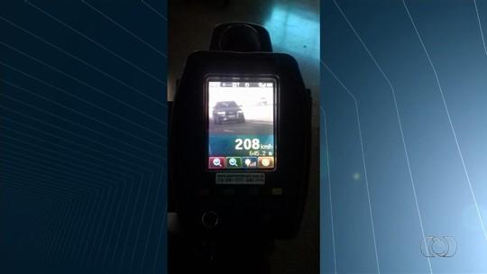 Motorista é flagrado dirigindo carro a 208 km/h na BR-060, em Jataí