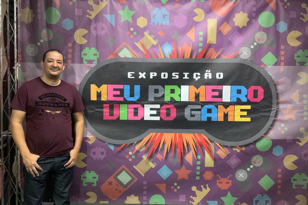 David Rayel na exposição que realizou no Santos Criativa Festival Geek, em Santos  — Foto: Arquivo Pessoal/Alice Vieira
