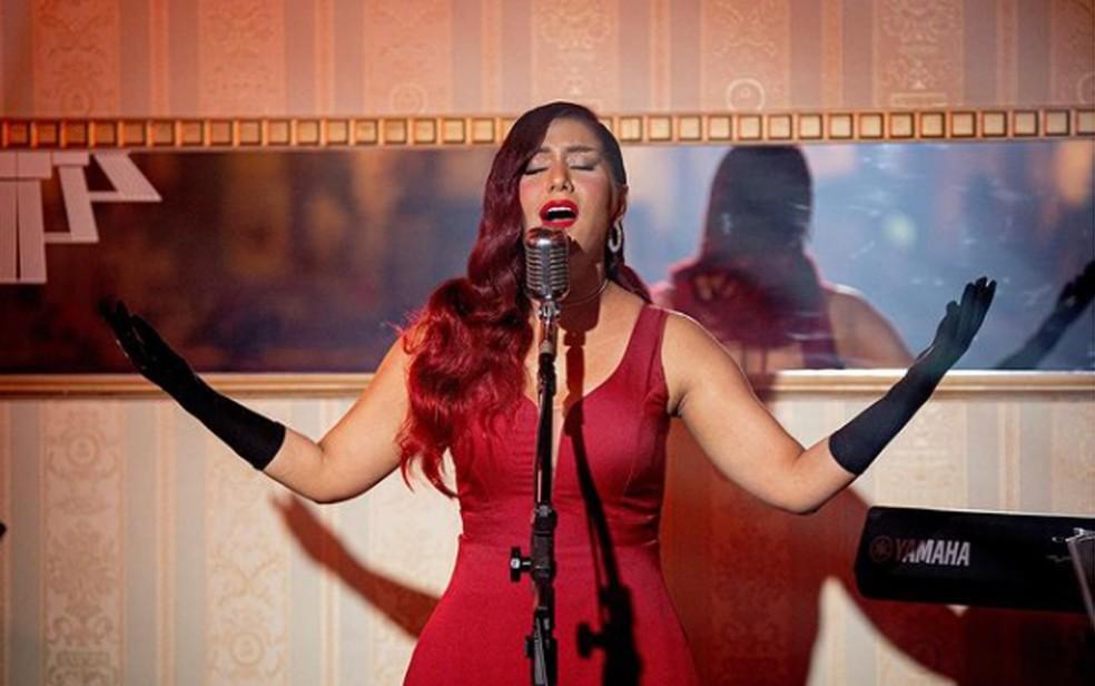 Cantora pernambucana Priscila Senna no clipe da música 'Alvejante', gravada com Zé Vaqueiro — Foto: Reprodução/Instagram