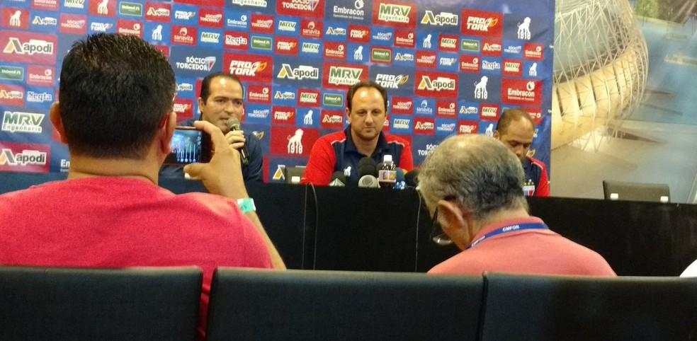 Rogério Ceni, em coletiva de imprensa, na Arena Castelão (Foto: Juscelino Filho )