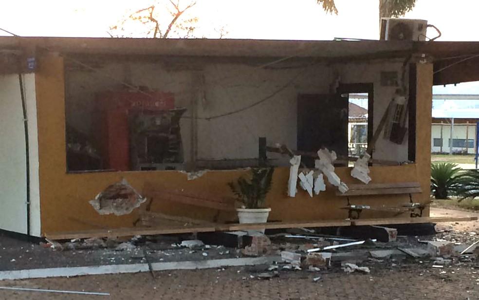 Local onde caixas eletrônicos foram explodidos dentro de clube na Asa Sul, em Brasília (Foto: Polícia Militar/Divulgação)
