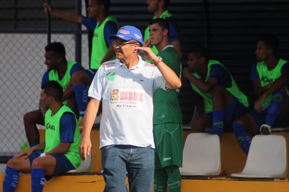 Francisco Diá, técnico do Altos — Foto: Wenner Tito
