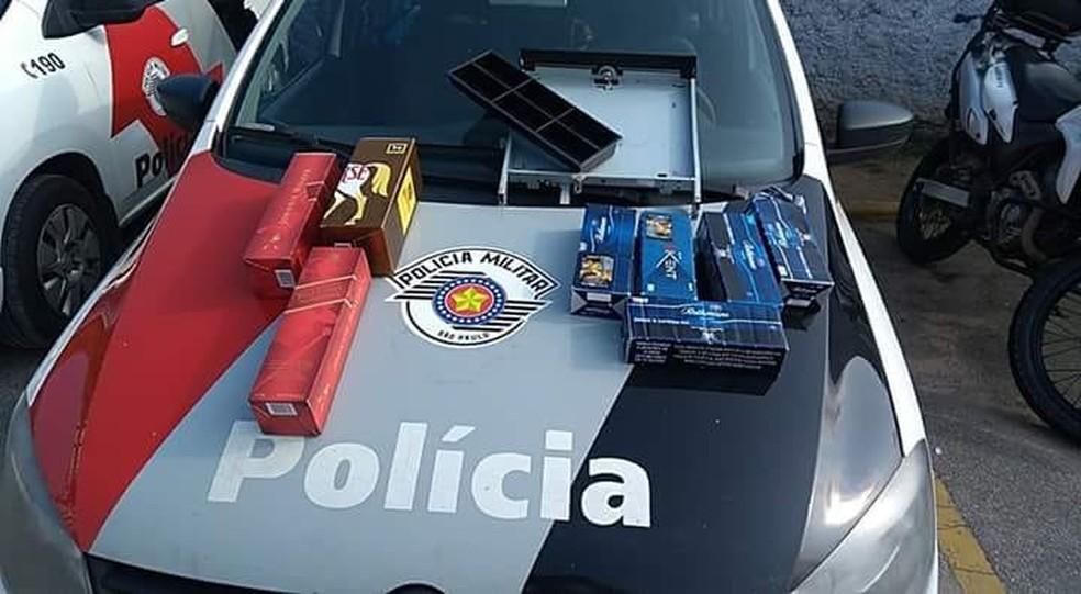 Parte da mercadoria roubada foi recuperada com os detidos em Praia Grande, SP (Foto: Reprodução/Praia Grande Mil Grau)