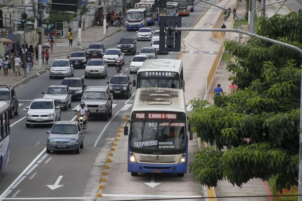 onibus - Encerra nesta sexta prazo para fazer o licenciamento de veículos com finais de placa 46, 56, 66