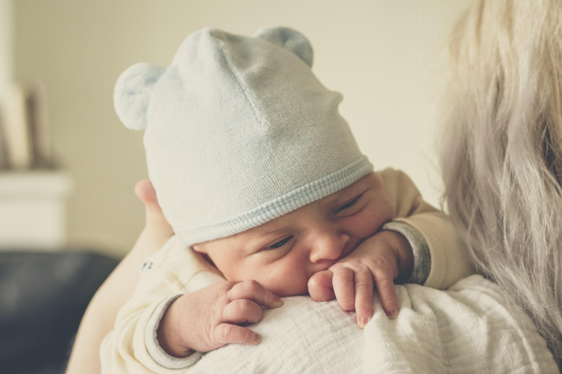 Mães que tomaram vacina da Pfizer repassaram anticorpos contra Covid-19 aos filhos pelo leite materno (Foto: Echo Grid/Unsplash)