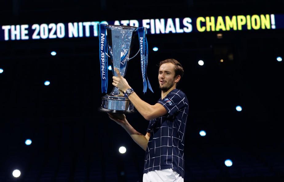 Em decisão equilibrada, Medvedev vira sobre Thiem e é campeão invicto do ATP Finals 2020