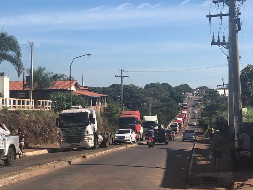 Caminhoneiros fazem carreata em Paraíso do Tocantins (Foto: Mary Araújo/TV Anhanguera)