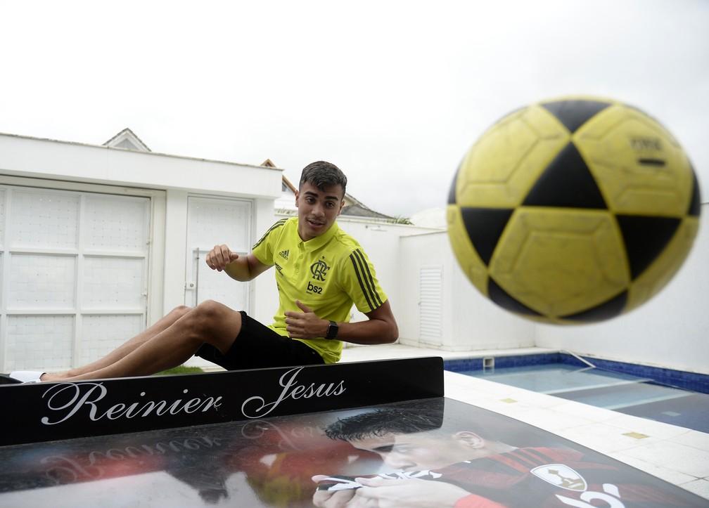 Reinier, jogador do Flamengo, recebeu o GloboEsporte em sua casa — Foto: André Durão