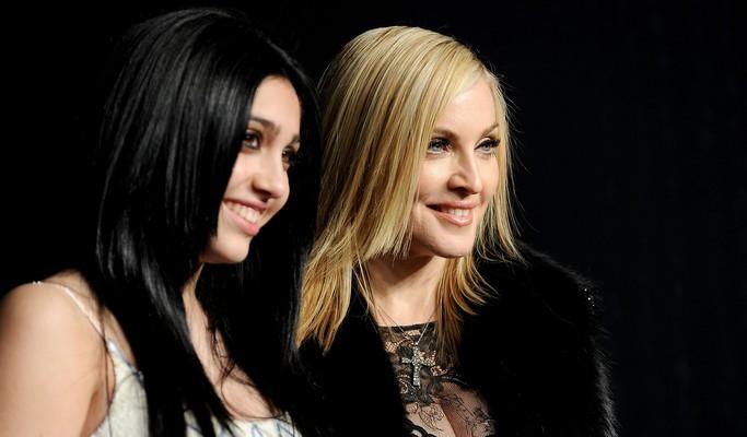 Filha chama Madonna de 'control freak' e que precisou buscar independência dela