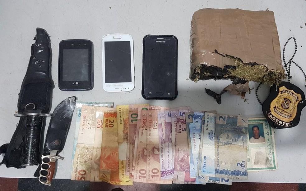 Drogas, celulares e dinheiro foram apreendidos durante operação na Zona da Mata de Pernambuco (Foto: Polícia Civil/Divulgação)