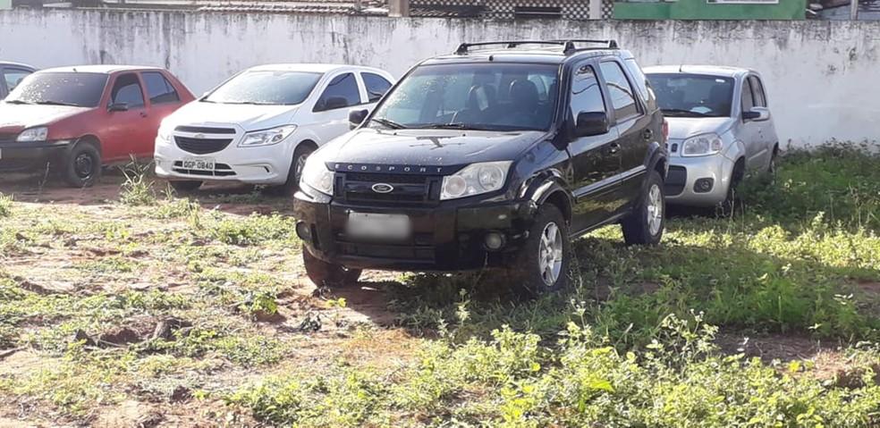Segundo a polícia, Ecosport usado pelos assaltantes pertence ao pai de um dos suspeitos preso — Foto: Klênyo Galvão/Inter TV Cabugi