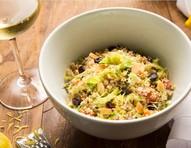 Salada andina à base de quinoa acompanha molho de limão siciliano