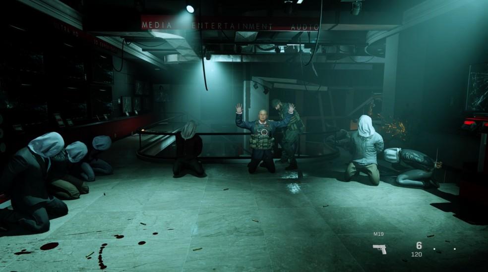 Call of Duty Modern Warfare não pouca nas cenas de violência  — Foto: Reprodução / TechTudo