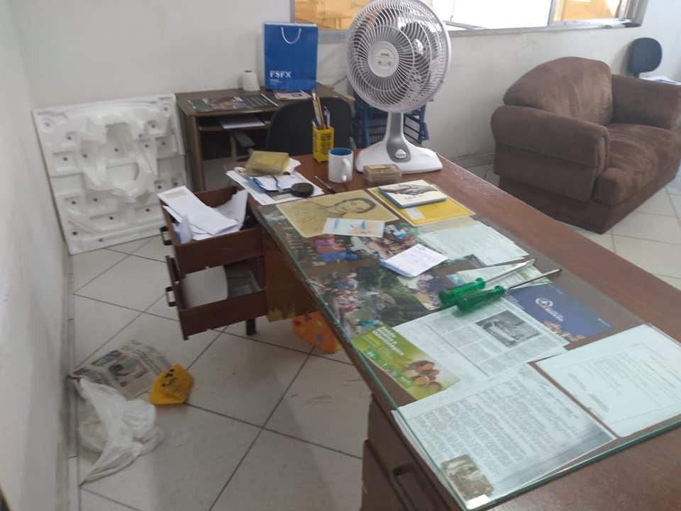 Bandidos invadem comércios e causam prejuízo de mais de R$10 mil em Cubatão - Notícias - Plantão Diário