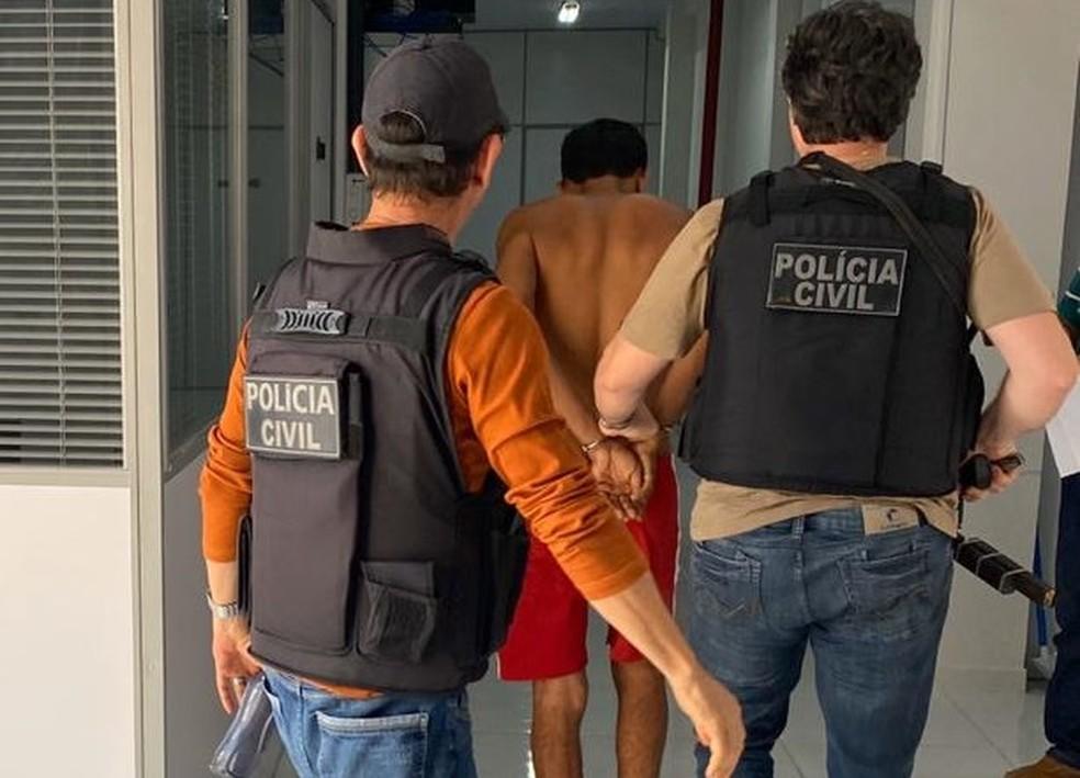 Homem de 31 anos é preso pela Polícia Civil por tentar matar ex-companheira com pedaço de vidro. — Foto: Polícia Civil/Divulgação