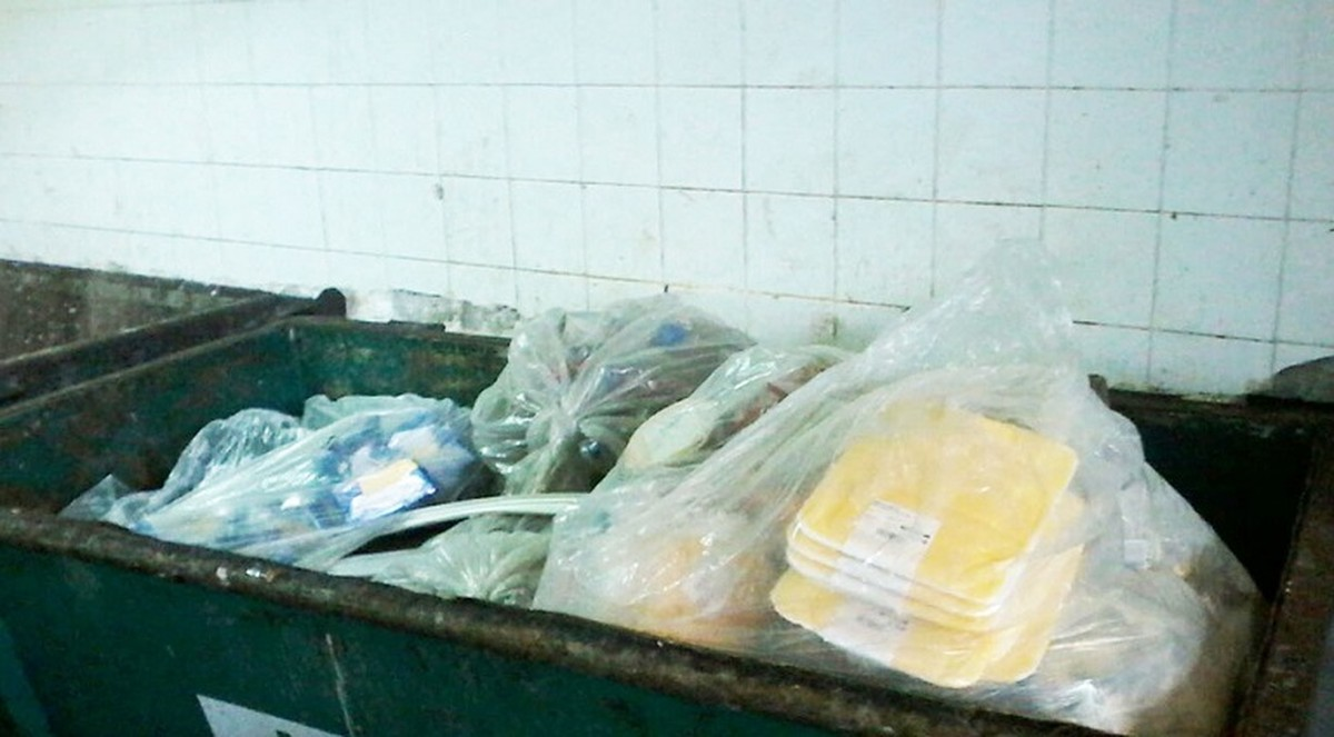 Procon encontra irregularidades em supermercado em Macaé, no RJ