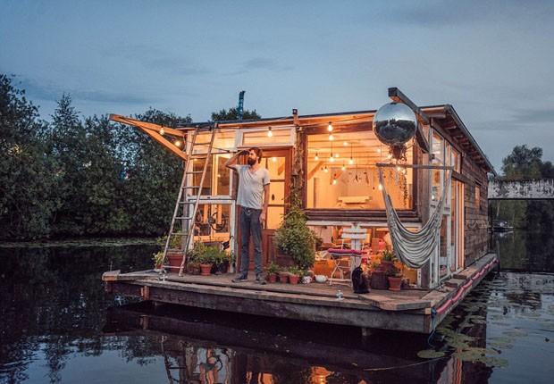 Fotógrafo faz casa barco com material reciclado (Foto: Divulgação)