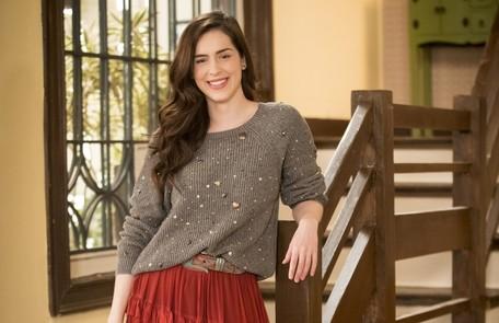 Julia (Sophia Abraão), sobrinha de Hugo (Leopoldo Pacheco), se mudará para a casa dele e se tornará a auditora da Labrador, onde acabará se envolvendo com Rafael (Bruno Ferrari) TV Globo