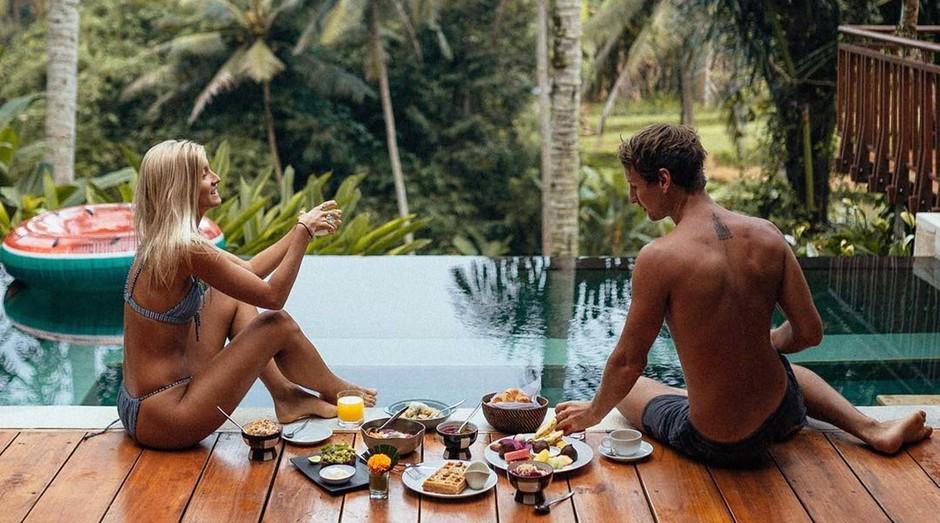 Lauren Bullen e Jack Morris, casal que viaja o mundo e faz do Instagram um negócio de sucesso (Foto: Reprodução)