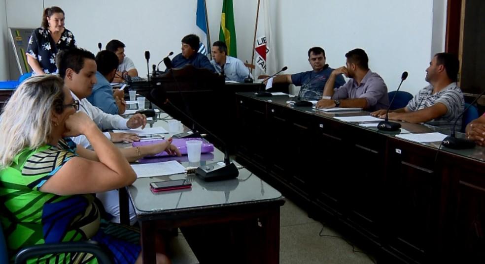 Câmara de Lambari (MG) por unanimidade projeto que oferece pagamento de 13º salário e férias para prefeito, vice e vereadores (Foto: Reprodução / EPTV)