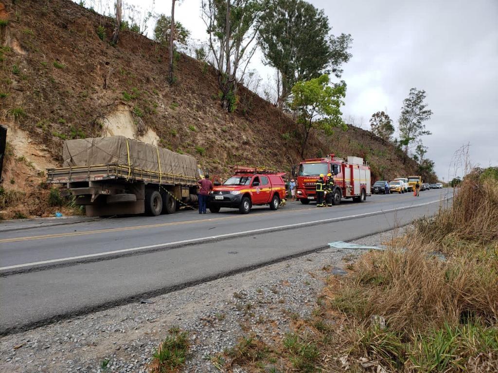 Mãe e filha morrem em acidente entre carro e caminhão na BR-354