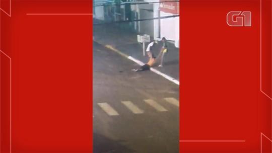 VÍDEO: Polícia procura suspeitos de furtarem pertences de homem que morreu na rua em MS