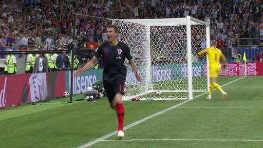 Fotógrafo atropelado na Copa visita a Croácia e ganha camisa de Mandzukic