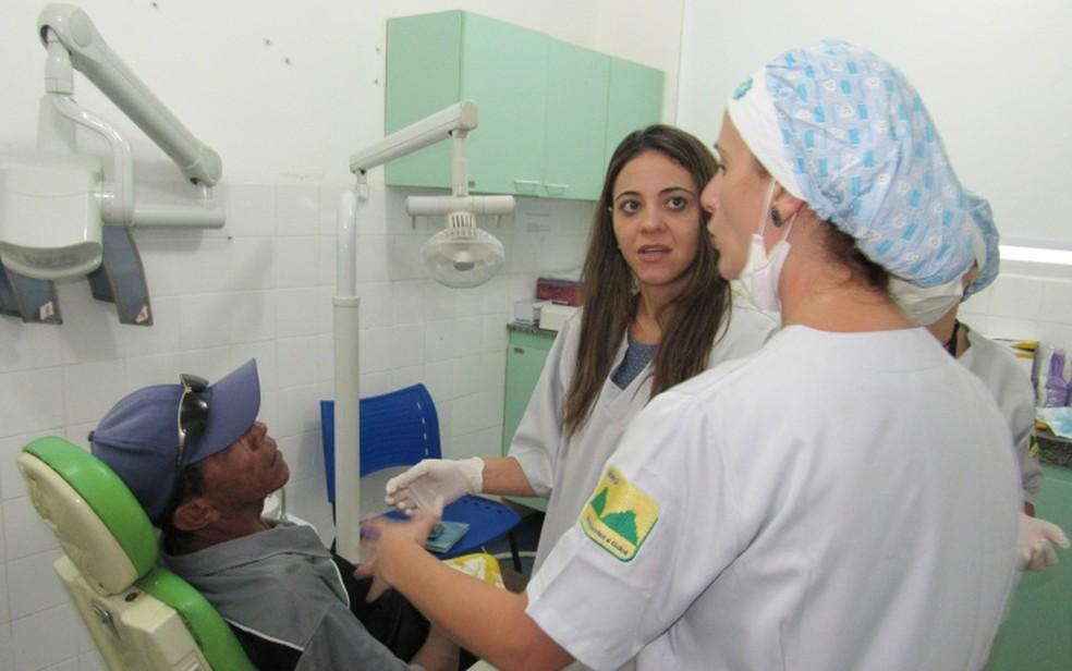 Tem vaga para dentista no concurso de Araçatuba — Foto: Ana Clara Marinho/TV Globo