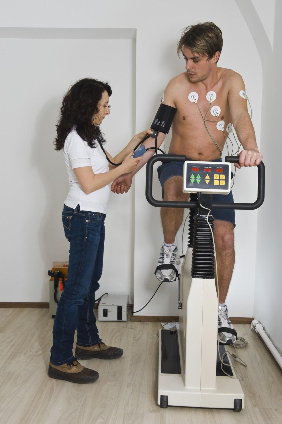 O teste ergométrico deve ser feito por todo esportista de mais de 40 anos e, a critério médico, mesmo os mais jovens podem precisar realizá-lo — Foto: Getty Images