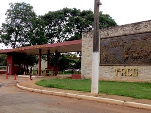 Fachada do 1º Regimento de Cavalaria de Guardas do Exército, em Brasília, onde os soldados trabalham (Foto: Natalia Godoy/G1)