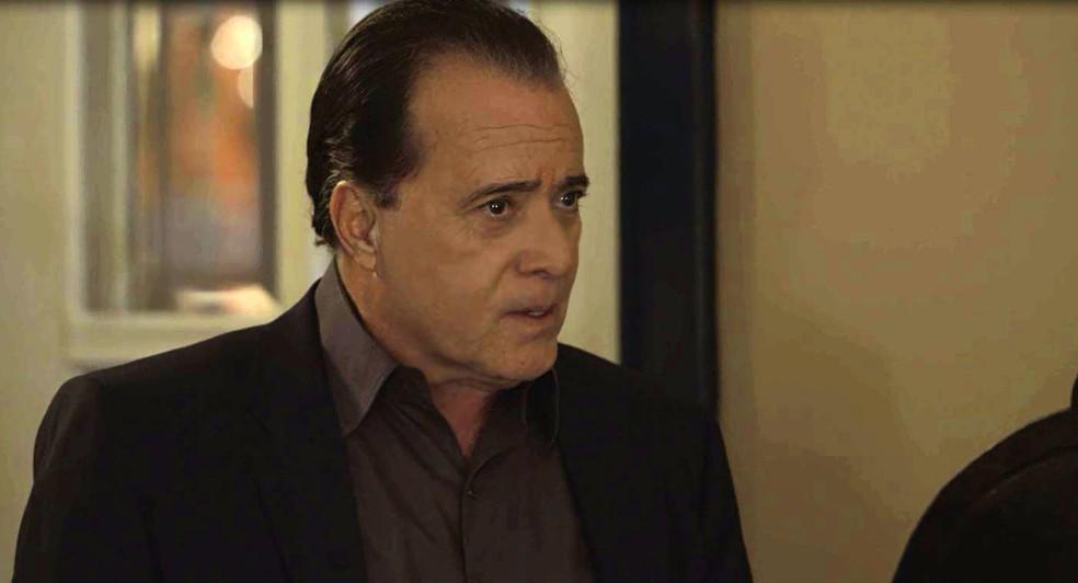Olavo (Tony Ramos) avisa a Valentina (Lilia Cabral) que ela perdeu o sobrado, na novela 'O Sétimo Guardião' — Foto: TV Globo