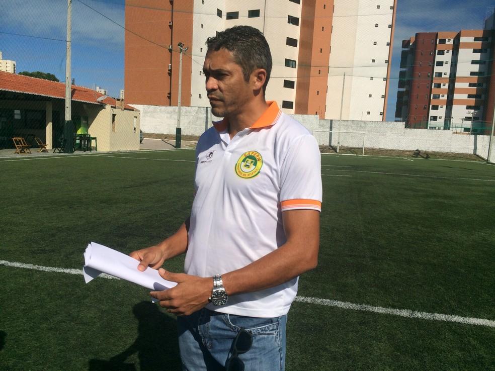 Robson fez levantamento dos jogadores que disputaram o Estadual (Foto: Hugo Monte/GloboEsporte.com)