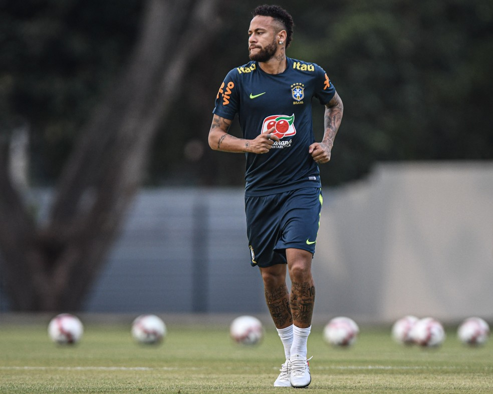 Neymar no treino da seleção brasileira em Singapura — Foto: Pedro Martins / MoWA Press