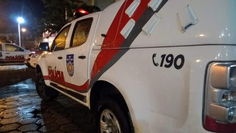 Polícia Militar foi acionada para a ocorrência onde o suspeito foi preso — Foto: Matheus Tenório/G1
