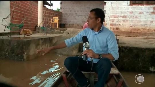 Em Miguel Alves moradores precisam ser retirados de casa com canoa