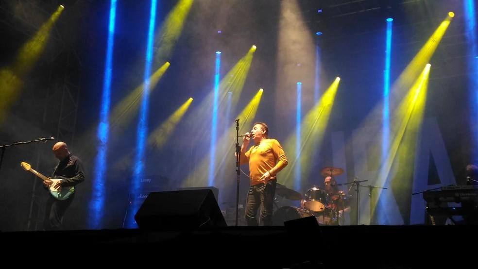 Vocalista garante que o trabalho continuará na pegada rock and roll (Foto: Aline Albuquerque/G1)