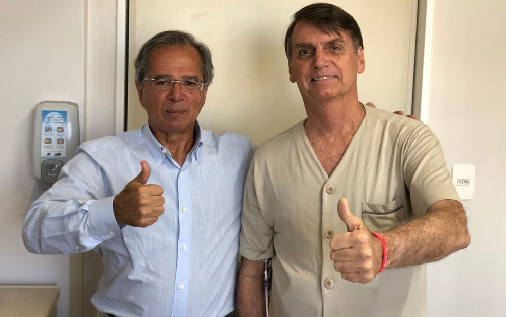 Jair Bolsonaro recebeu a visita do seu conselheiro econômico, Paulo Guedes, no Hospital Albert Einstein, em São Paulo — Foto: Arquivo pessoal