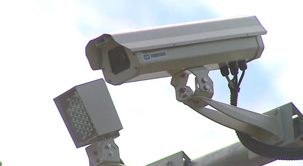 Radares em rodovias que passam por Araraquara e outras 3 cidades são instalados mas não funcionam — Foto: Nilson Porcel/EPTV