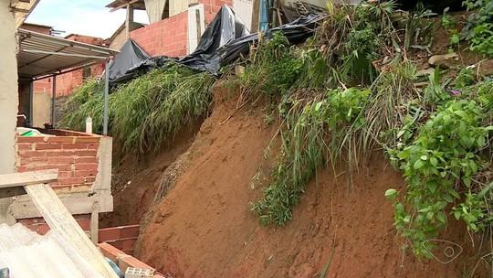Famílias temem deslizamento de encosta em Aracruz, ES