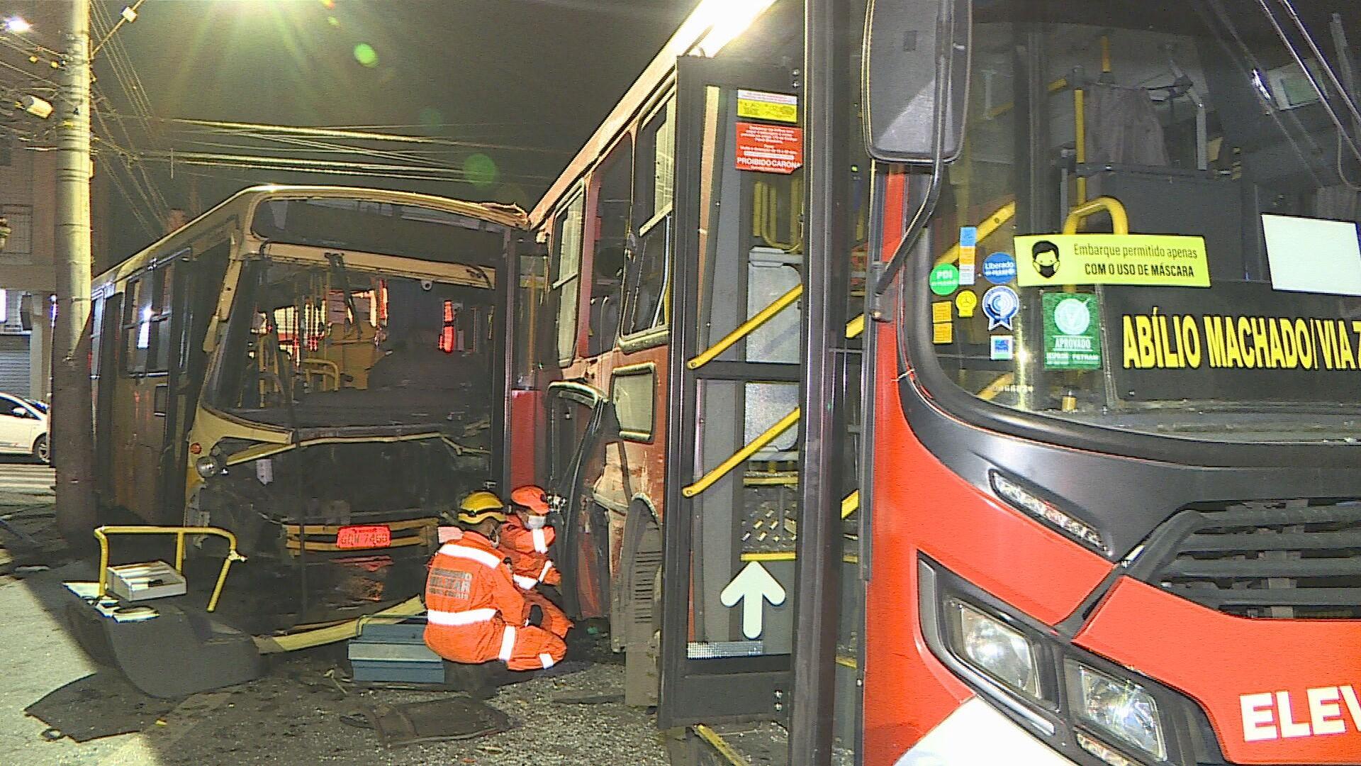 Acidente entre dois ônibus deixa um morto e três feridos em Belo Horizonte