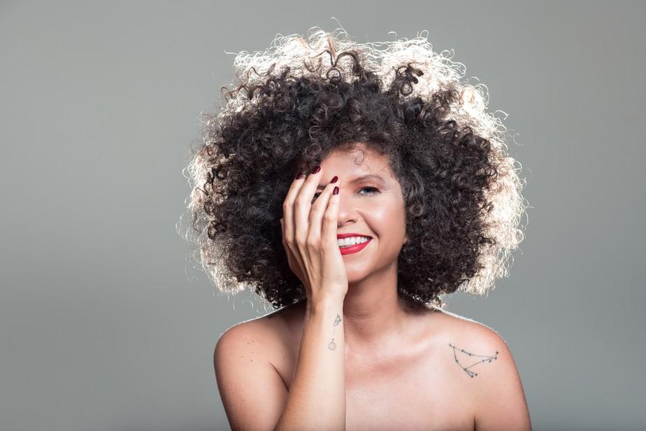 Roberta Campos segue por caminhos seguros na trilha solar do álbum 'O amor liberta'