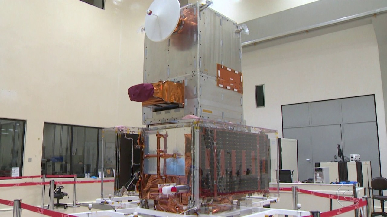 Primeiro satélite brasileiro embarca para lançamento na Índia