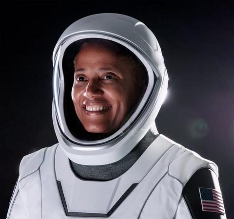 Sian Proctor é a primeira mulher negra a pilotar uma nave espacial