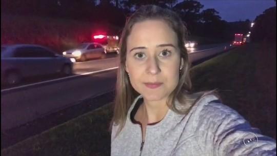 Motociclista e passageira morrem após batida com caminhão em rodovia