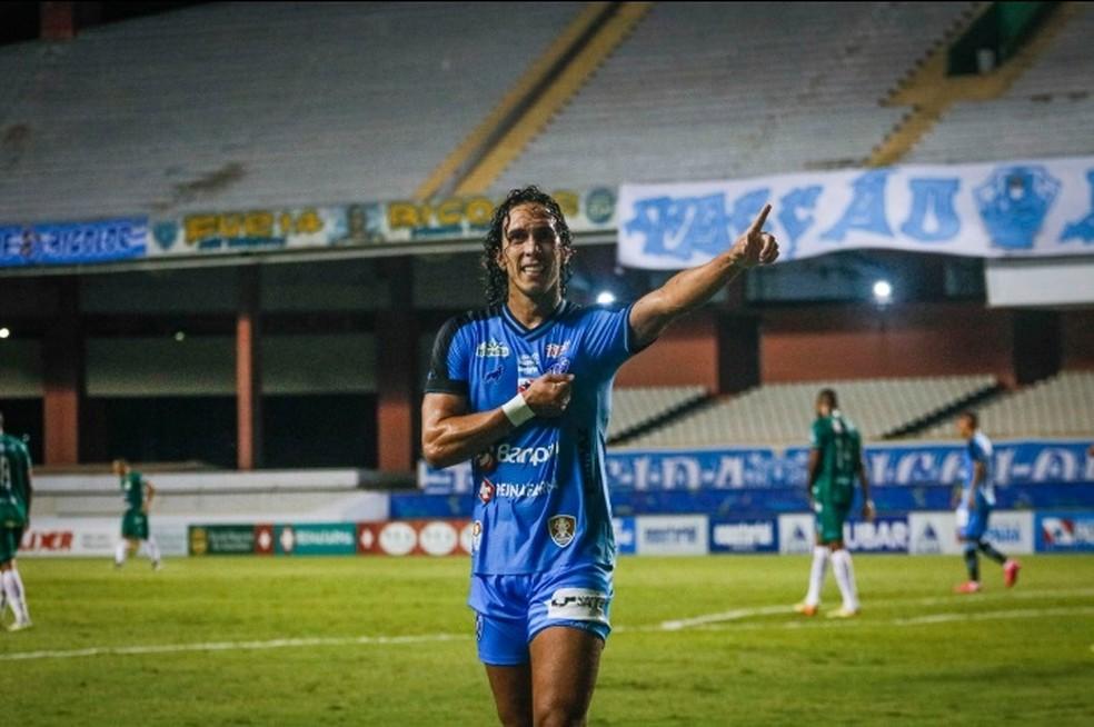 Nicolas comemora o primeiro gol do Paysandu diante do Paragominas — Foto: Jorge Luiz/Paysandu