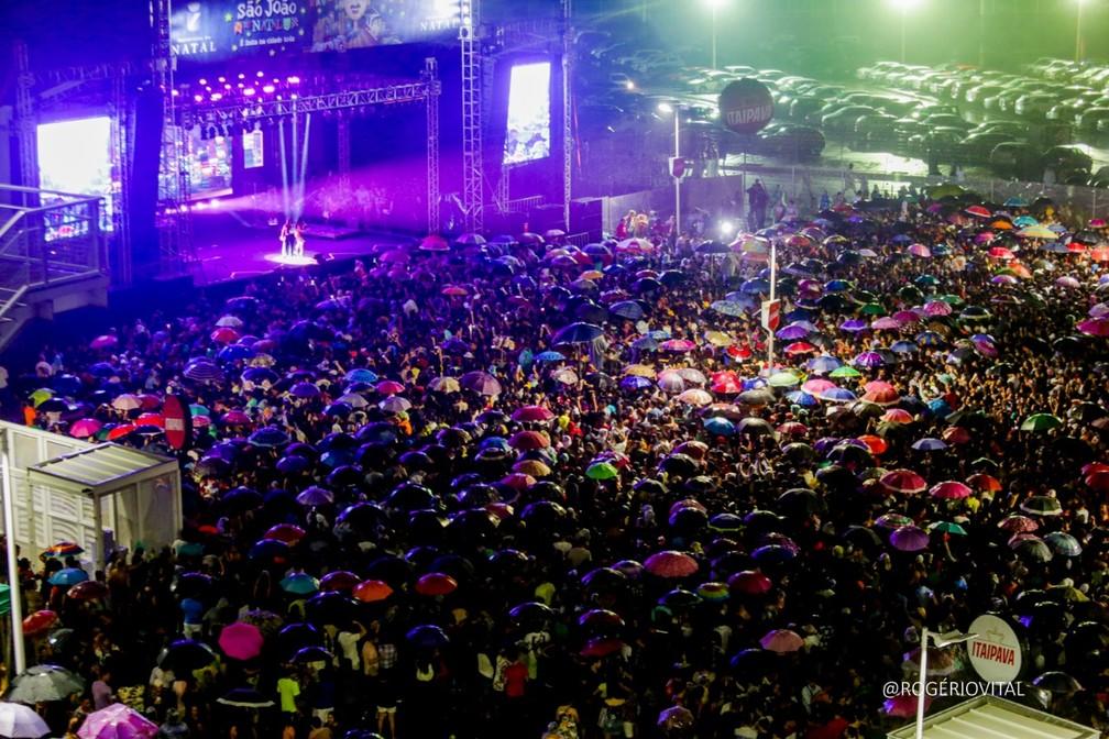 Shows deste sábado (15) na Arena das Dunas reuniram multidão em Natal — Foto: Rogério Vital